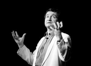 Pierre Desproges en 1985 (Crédits : Roland Godefroy, licence GFDL)