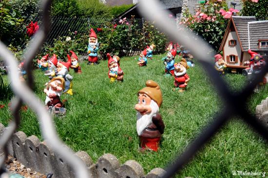 Les int r ts allemands trahis par 27 nains de jardin contrepoints - Nain de jardin voyageur ...