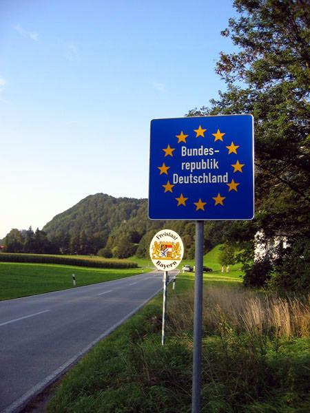 Baissons d'un ton : les débats anglais et allemands sur l'immigration européenne