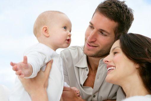 Parité : imposer aux pères un congé parental ?