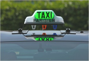 Taxi parisien (Crédits : Taxidriving, creative Commons)