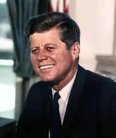 John Fitzgerald Kennedy (Crédits Cecil Stoughton, White House Libre de droits)