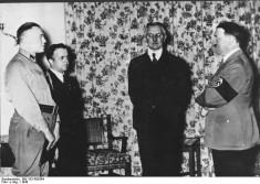 Hjalmar Schacht et Adolf Hitler en 1936 (Archives fédérales allemandes licence Creative Commons)