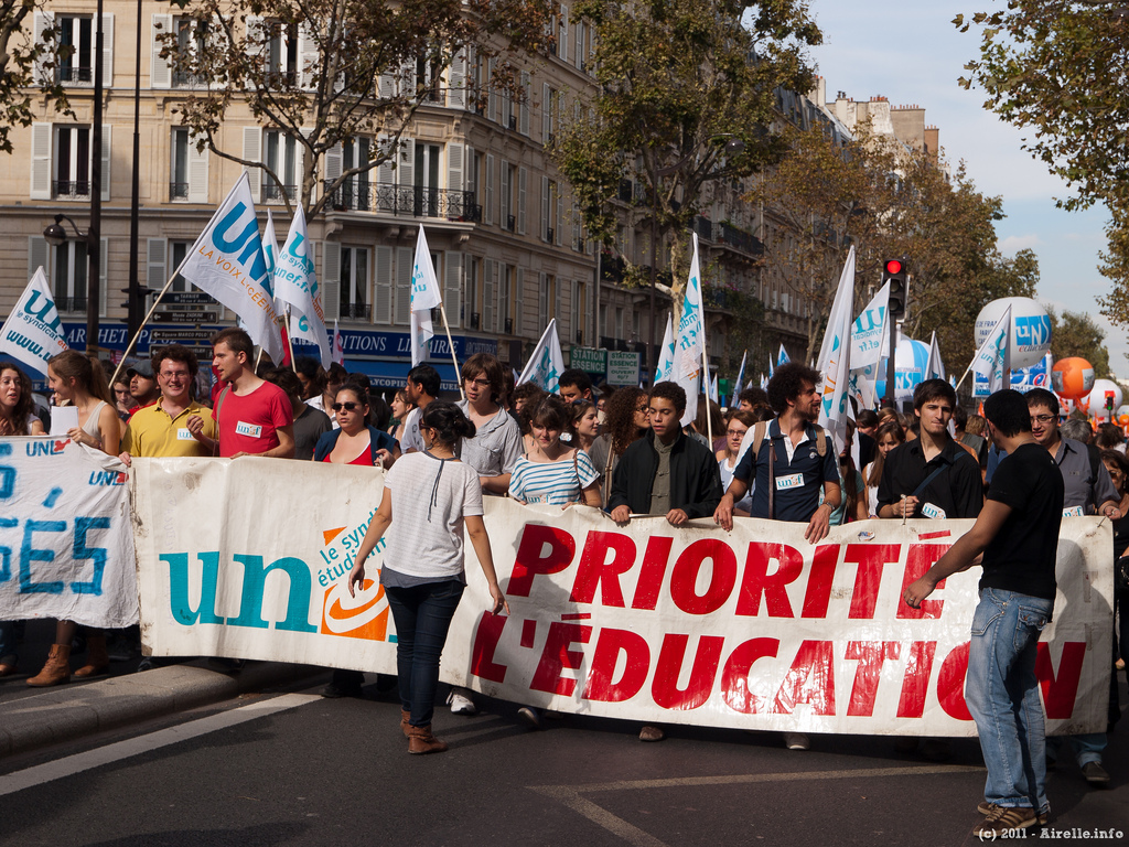 "Manifestation de ""syndicats"" étudiants (Crédits : Rafael Lopez, licence CC-BY-NC-ND 2.0), via Flickr."