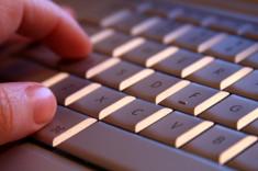 Clavier d'ordinateur (Crédits : Amancay Maahs, licence Creative Commons)