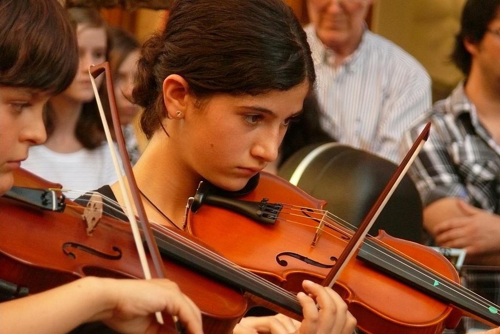 Jouer d un instrument de musique tr s jeune c est bon pour le cerveau contrepoints - Photo d instrument de musique ...
