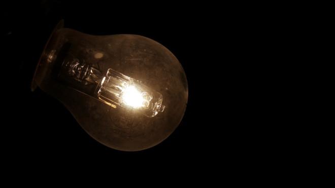 Ampoule électricité (Crédits serguei_30, licence Creative Commons)