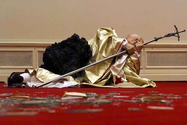 le-pape-ecrase-par-une-meteorite