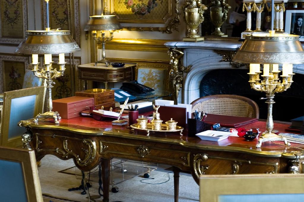 Bureau de nicolas sarkozy au palais de l elys e cr dits for Bureau de licence