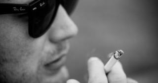 Cigarettes : condamnée par l'Europe, la France s'enfonce encore