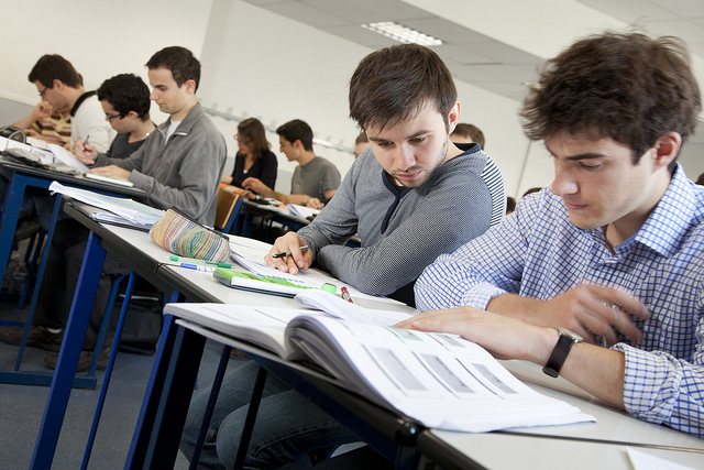 Au collège comme au lycée ou dans le primaire, les redoublements devraient fortement diminuer