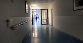 Couloir d'hôpital (Crédits : Ralf Heß, licence Creative Commons)