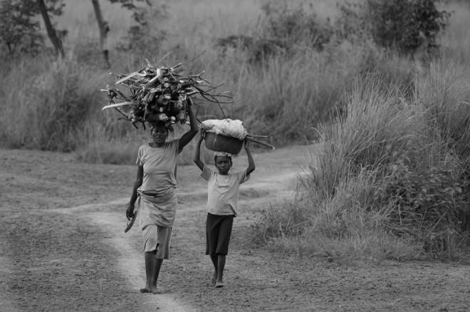Femme en Afrique (Crédits Dany Masson, licence Creative Commons)