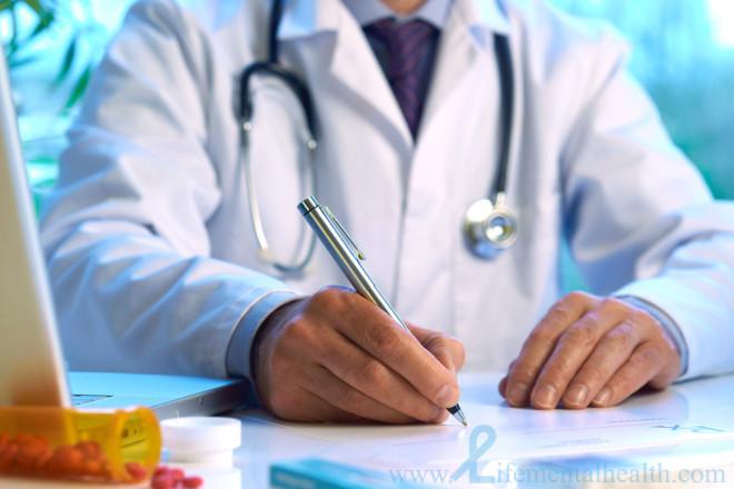 Médecin consultation ordonnance (Crédits Life Mental Health, licence Creative Commons)