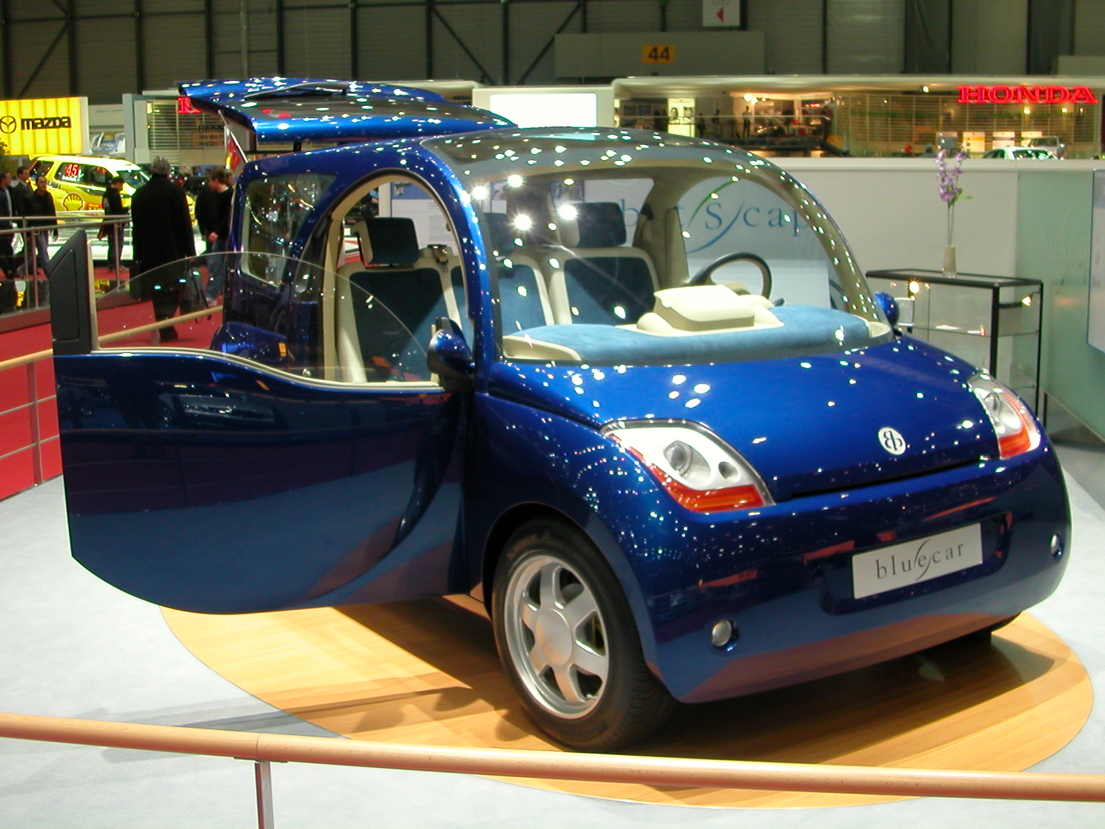 Bolloré_Blue_Car Credit wikipedia