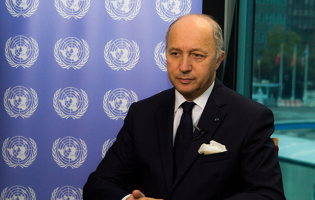 "Laurent Fabius (Crédits : France Diplomatie, <a href=""https://creativecommons.org/licenses/by-nc-sa/2.0/"" target=""_blank"">licence CC-BY-NC-SA 2.0</a>), via <a href=""https://www.flickr.com/photos/francediplomatie/"" target=""_blank"">Flickr</a>."