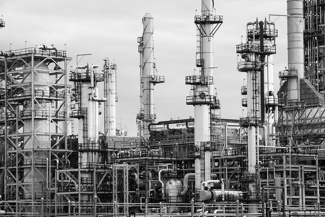 Raffinerie de pétrole CC Flickr Moïse Marcoux-Chabot