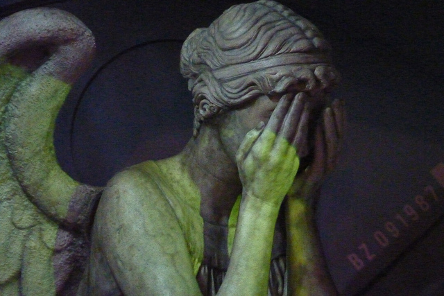 weeping angel credits mike chernucha (licence creative commons)