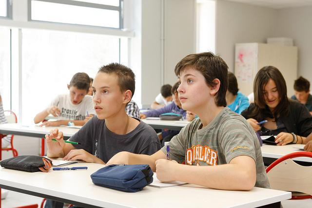 Une salle de classe dans une école (Crédits : Conseil Général du Val-de-Marne, licence CC-BY-NC-ND 2.0), via Flickr.