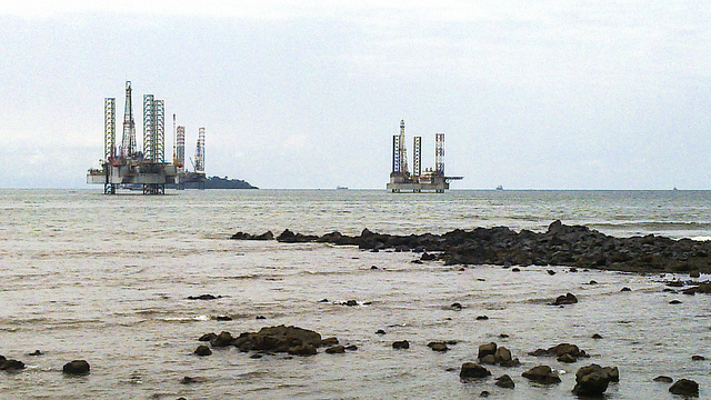 Limbe oil platforms Credit jbdodane (Creative Commons)