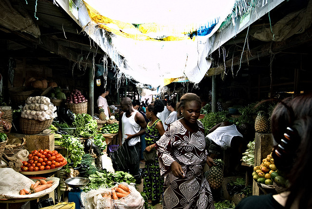 Nigeria marché - Credit  shawnleishman (Creative Commons)
