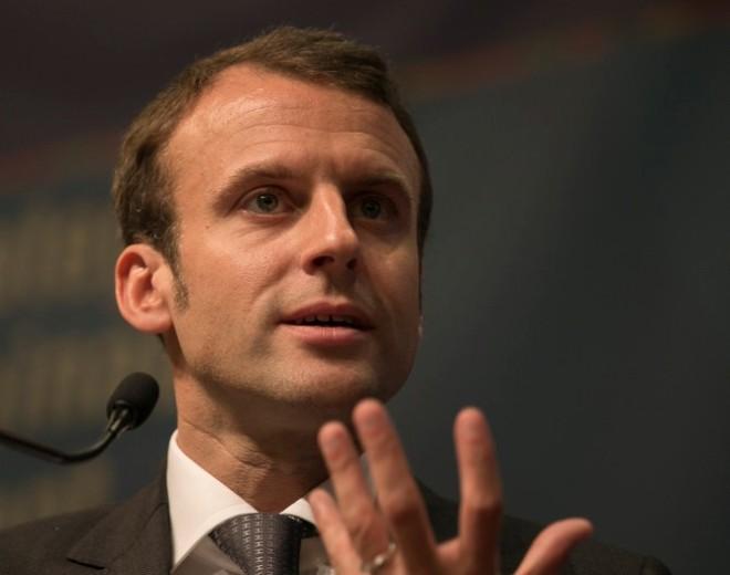 Macron voiture-balai