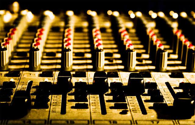 Table de mixage - Credit adri111 (Creative Commons BY-NC-SA)