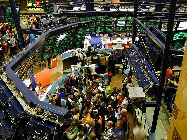Bourse - NYSE Euronext - the trading floor at euronext - Credits Perpetual Tourist (CC BY-NC-SA 2.0)