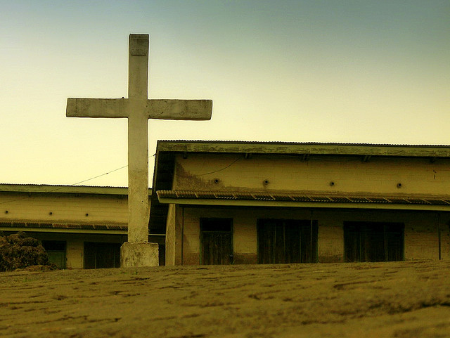 Église Cameroun - Credits : Phil Hilfiker via Flickr (CC BY-NC-SA 2.0