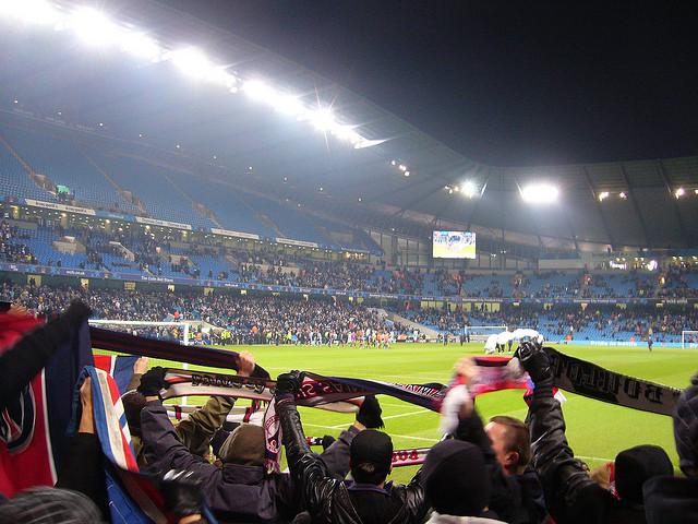 Supporters du PSG lors d'un match du Paris Saint Germain (Crédits : PSGMAG.NET, licence CC-BY 2.0), via Flickr.