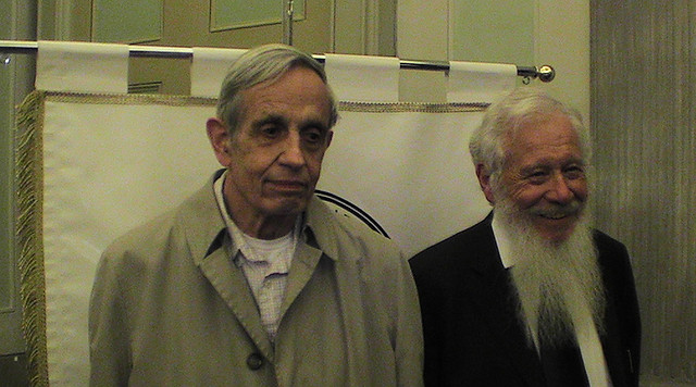 John Nash (gauche) et Robert Aumann credits David Orban licence (CC BY 2.0)), via Flickr.