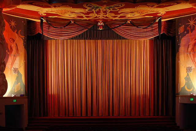 curtain credits goshesh licence (CC BY 2.0) ), via Flickr.
