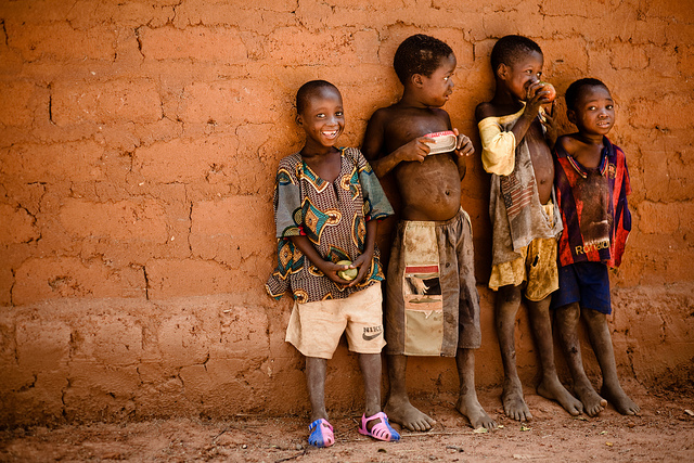 Enfants, Burkina Faso, Afrique - Eric Montfort (CC BY-NC-ND 2.0)