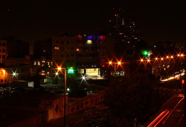Teheran by night-Blondinrikard Fröberg  (CC BY 2.0)