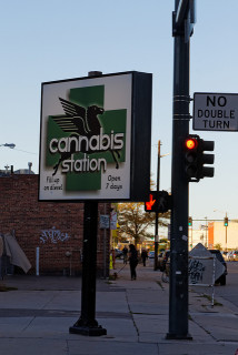 cannabis station by simon Berlin(CC BY-SA 2.0)