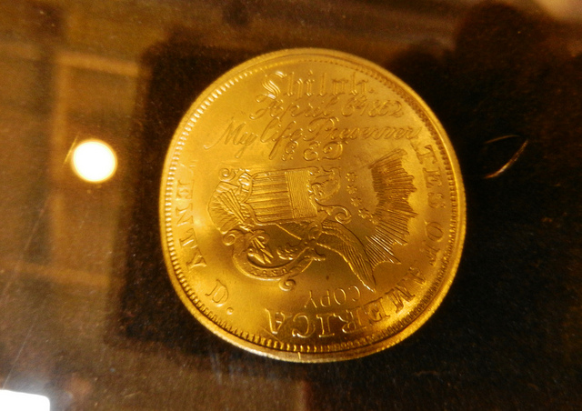 20$ gold coin- Travis(CC BY-NC 2.0)