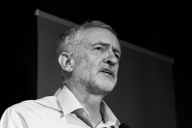 Jeremy Corbyn en campagne le 5 septembre 2015 (Crédits : Chris Beckett, licence CC-BY-NC-ND 2.0), via Flickr.