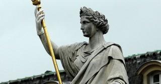 Socrate vs Snowden : suffit-il d'obéir aux lois pour être juste ?