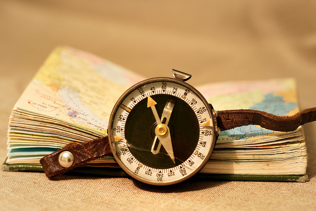 Old Compass-Olga Filonenko(CC BY-SA 2.0)