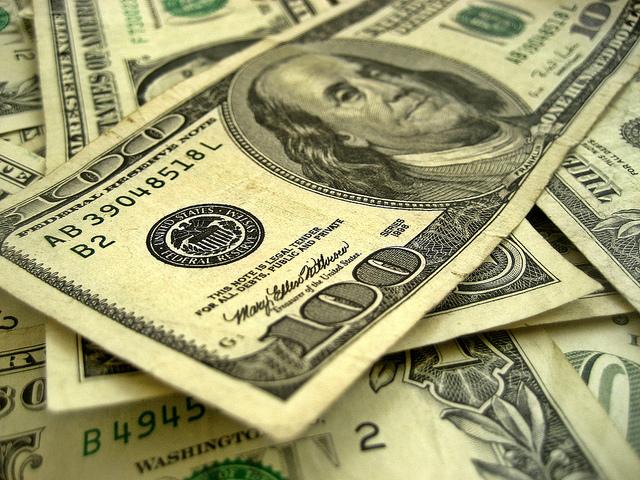 dollars-401(K)2012(CC BY-SA 2.0)
