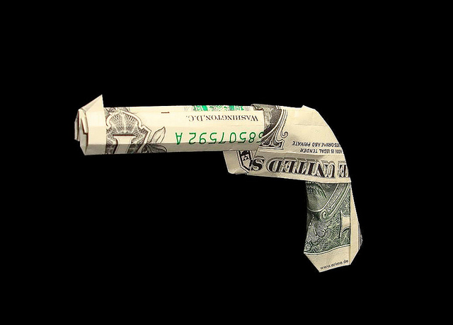 Dominik Meissner-Origami money gun(CC BY-NC-ND 2.0)