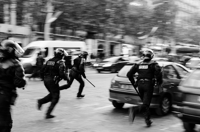Intervention de police sur les Champs Élysée - Crédit photo : Mathieu IPS - CC BY-NC-ND 2.0