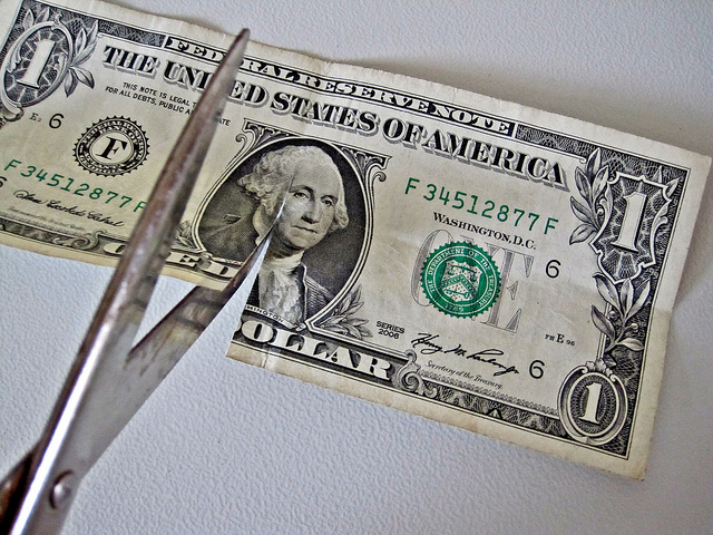 bill cut by scissors Images Money(CC BY 2.0)