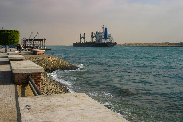 Canal de Suez credits Brigitte Djajasasmita  (CC BY-NC-ND 2.0)