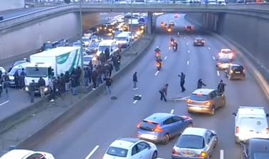 Violence des taxis à Porte Maillot à Paris lors de la grève du 26 janvier (Capture d'écran)