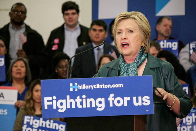 Hillary Clinton en campagne pour les primaires démocrates (Crédits Ronald Woan, licence CC-BY-NC 2.0)