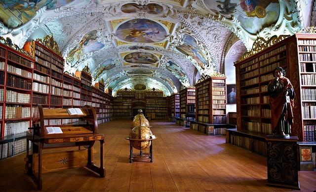 Library of Stahov monastery (CC BY 2.0)