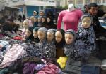 Vente de voiles islamiques sur le marché de Tunis