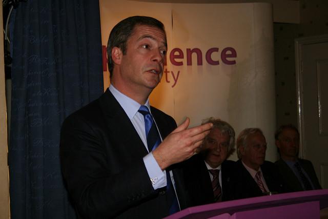 Brexit : Farage dément toute fausse promesse