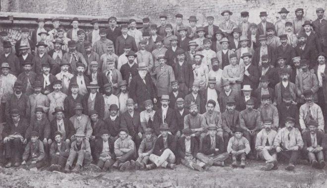 Un groupe d'ouvriers de la laverie, vers 1897